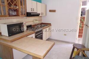 Apartamento En Ventaen Guatire, Parque Alto, Venezuela, VE RAH: 22-6482
