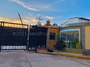 Townhouse En Ventaen Municipio San Diego, Sabana Del Medio, Venezuela, VE RAH: 22-5957
