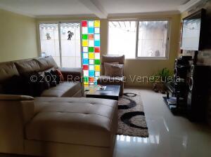 Townhouse En Ventaen Maracaibo, Via La Concepcion, Venezuela, VE RAH: 22-6022