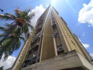 Apartamento En Ventaen Maracay, Urbanizacion El Centro, Venezuela, VE RAH: 22-6203
