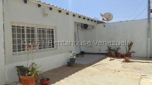 Casa En Ventaen Punto Fijo, Pedro Manuel Arcaya, Venezuela, VE RAH: 22-6237