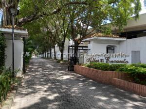 Townhouse En Ventaen Municipio Naguanagua, El Rincon, Venezuela, VE RAH: 22-6358