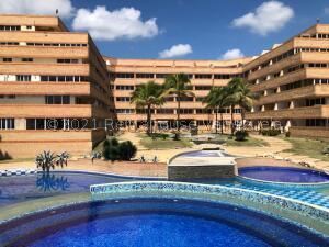 Apartamento En Ventaen Tucacas, Tucacas, Venezuela, VE RAH: 22-6487