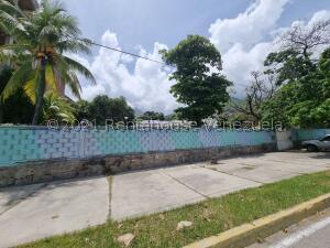 Terreno En Ventaen Parroquia Caraballeda, Camuri Chico, Venezuela, VE RAH: 22-6468
