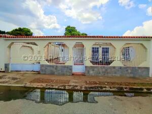 Casa En Ventaen Palo Negro, Conjunto Residencial Palo Negro, Venezuela, VE RAH: 22-6488