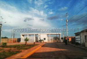 Townhouse En Ventaen Maracaibo, Via Aeropuerto, Venezuela, VE RAH: 22-6517