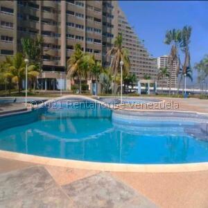 Apartamento En Ventaen Catia La Mar, Playa Grande, Venezuela, VE RAH: 22-6711