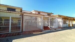 Casa En Ventaen La Victoria, Vista Hermosa, Venezuela, VE RAH: 22-6600
