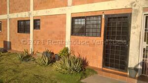 Apartamento En Alquileren Punto Fijo, Puerta Maraven, Venezuela, VE RAH: 22-6685