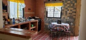 Casa En Ventaen La Puerta, Via Principal, Venezuela, VE RAH: 22-7032