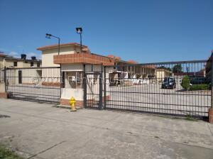 Casa En Ventaen Valencia, Flor Amarillo, Venezuela, VE RAH: 22-6940