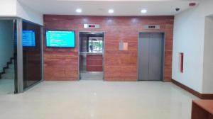 Oficina En Ventaen Maracaibo, 5 De Julio, Venezuela, VE RAH: 22-7007
