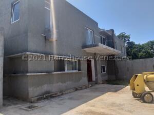 Townhouse En Ventaen Margarita, Costa Azul, Venezuela, VE RAH: 22-8146