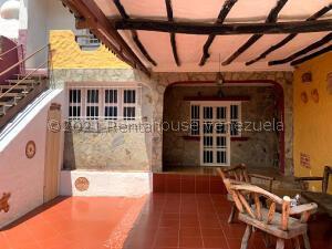 Casa En Ventaen Municipio San Diego, La Esmeralda, Venezuela, VE RAH: 22-7021
