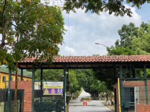Casa En Ventaen Guatire, Guatire, Venezuela, VE RAH: 22-7973