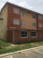 Apartamento En Ventaen Guatire, Alto Grande, Venezuela, VE RAH: 22-7220