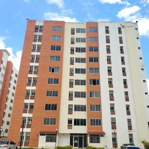 Apartamento En Ventaen Municipio Naguanagua, El Rincon, Venezuela, VE RAH: 22-7232