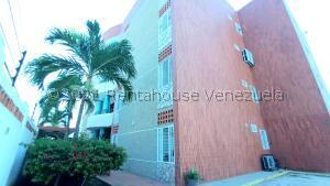 Apartamento En Alquileren Maracaibo, Avenida Goajira, Venezuela, VE RAH: 22-7279