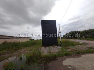 Terreno En Ventaen Municipio Los Guayos, Paraparal, Venezuela, VE RAH: 22-7314