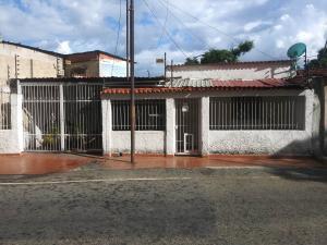 Casa En Ventaen Municipio Los Guayos, Los Guayos, Venezuela, VE RAH: 22-7327