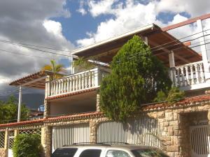 Casa En Alquileren Guatire, El Castillejo, Venezuela, VE RAH: 22-7382