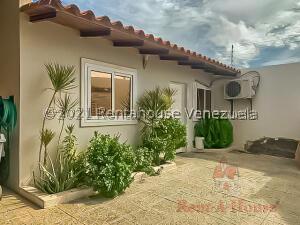 Casa En Ventaen Punto Fijo, Puerta Maraven, Venezuela, VE RAH: 22-7161