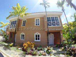 Townhouse En Ventaen Higuerote, Puerto Encantado, Venezuela, VE RAH: 22-7396