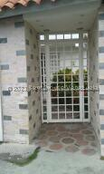 Casa En Ventaen Guatire, Parque Alto, Venezuela, VE RAH: 22-7388