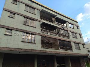 Apartamento En Ventaen Turmero, Zona Centro, Venezuela, VE RAH: 22-7411