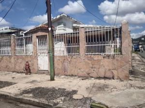 Casa En Ventaen Valencia, San Blas, Venezuela, VE RAH: 22-7412