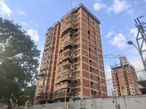 Apartamento En Ventaen Maracay, Avenida Constitucion, Venezuela, VE RAH: 22-7413