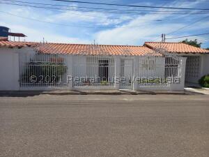 Casa En Ventaen Punto Fijo, Dona Emilia, Venezuela, VE RAH: 22-7504