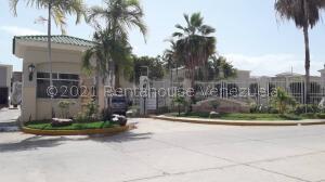 Townhouse En Alquileren Maracaibo, El Milagro Norte, Venezuela, VE RAH: 22-7508