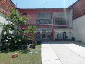 Casa En Ventaen Maracay, La Maracaya, Venezuela, VE RAH: 22-7509