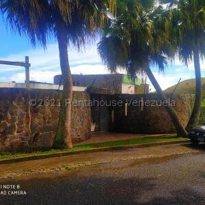 Casa En Ventaen San Antonio De Los Altos, Club De Campo, Venezuela, VE RAH: 22-7581