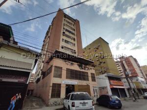 Apartamento En Ventaen Maracay, El Centro, Venezuela, VE RAH: 22-7547