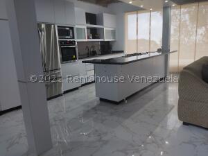 Casa En Ventaen San Antonio De Los Altos, Club De Campo, Venezuela, VE RAH: 22-8883