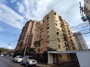 Apartamento En Ventaen Maracay, Urbanizacion El Centro, Venezuela, VE RAH: 22-7569
