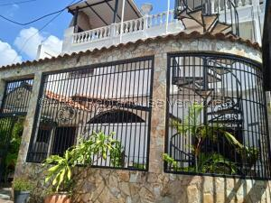 Casa En Ventaen Guatire, Valle Arriba, Venezuela, VE RAH: 22-7620