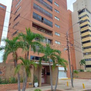 Apartamento En Ventaen Maracaibo, Avenida Baralt, Venezuela, VE RAH: 22-7658