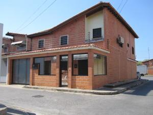 Casa En Ventaen Cagua, Prados De La Encrucijada, Venezuela, VE RAH: 22-7733