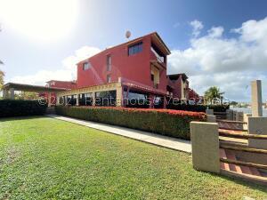 Townhouse En Ventaen Higuerote, Puerto Encantado, Venezuela, VE RAH: 22-7770