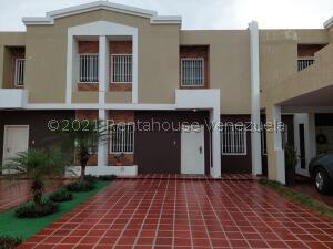 Townhouse En Ventaen Cabimas, Zulia, Venezuela, VE RAH: 22-7876