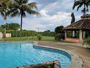 Casa En Ventaen Valencia, Safari Country Club, Venezuela, VE RAH: 22-7812