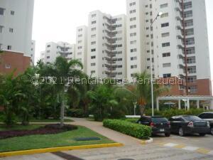 Apartamento En Alquileren Maracaibo, Avenida El Milagro, Venezuela, VE RAH: 22-7940