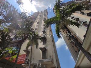 Apartamento En Ventaen Maracay, Urbanizacion El Centro, Venezuela, VE RAH: 22-8010