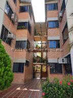 Apartamento En Ventaen Guarenas, Ciudad Casarapa, Venezuela, VE RAH: 22-8678