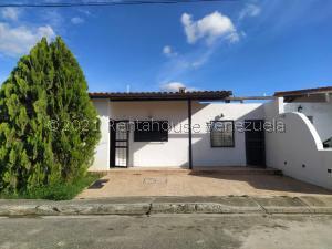 Casa En Ventaen Cabudare, Villas Trabsider, Venezuela, VE RAH: 22-8052