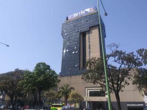 Local Comercial En Ventaen Valencia, Avenida Bolivar Norte, Venezuela, VE RAH: 22-8137