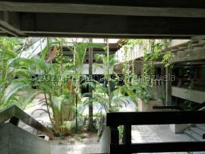 Local Comercial En Alquileren Maracaibo, Avenida Bella Vista, Venezuela, VE RAH: 22-8197